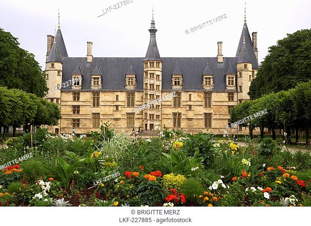 Palais ducal, Loire, The Way of St. James, Chemins de Saint Jacques, Via Lemovicensis, Nevers, Dept. Nievre, Burgundy, France, Europe