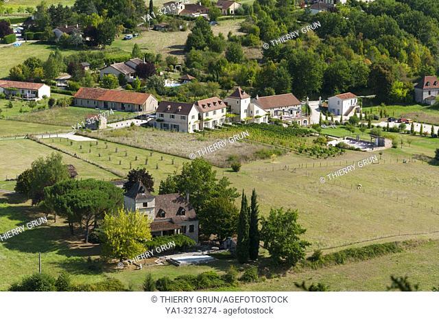 Quercy, Lot (46), village de Le Mas dans la vallée du Lot vue depuis Saint-Cirq-Lapopie
