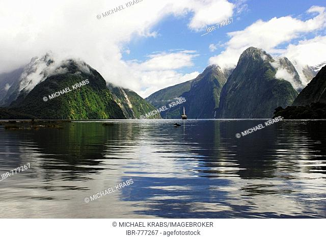 Milford Sound, Fiordland National Park, UNESCO World Natural Heritage Site, South West New Zealand, Te Wahipounamu, west coast, South Island, New Zealand