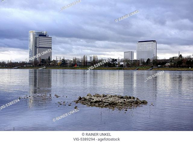 DEU , GERMANY : Rhine river in Bonn with headquarter of Deutsche Post DHL , Langer Eugen and World Conference Center ( WCCB ) , 05.01