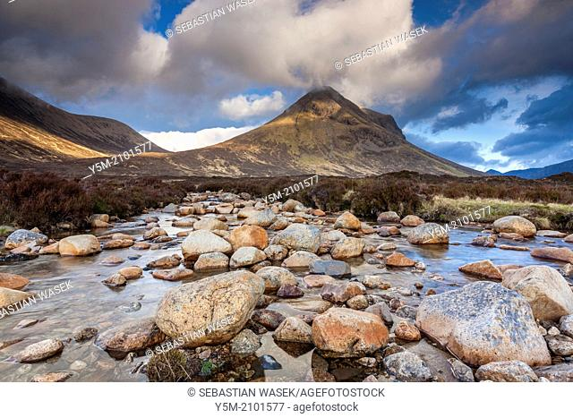River Allt na Measarroch with Marsco in the background, Glen Sligachan in the Cuilin Hills, Isle of Skye, Inner Hebrides, Scotland, UK, Europe