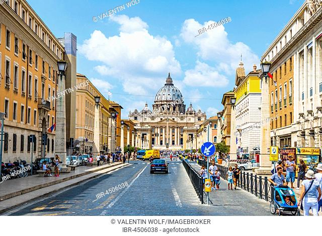 Via della Conciliazione, road to St. Peter's Basilica and St. Peter's Square, Vatican city, Vatican, Rome, Lazio, Italy