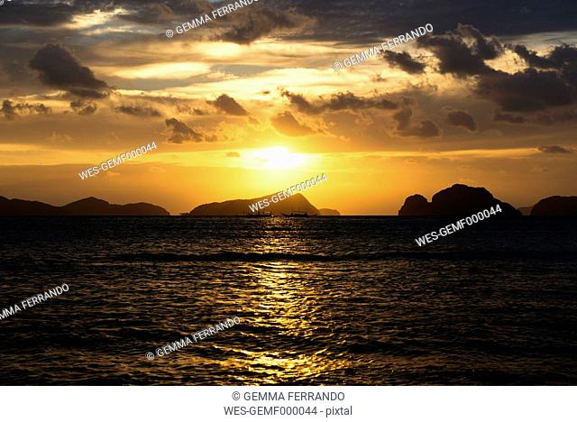 Philippines, Palawan, El Nido, sailing ships at sunset
