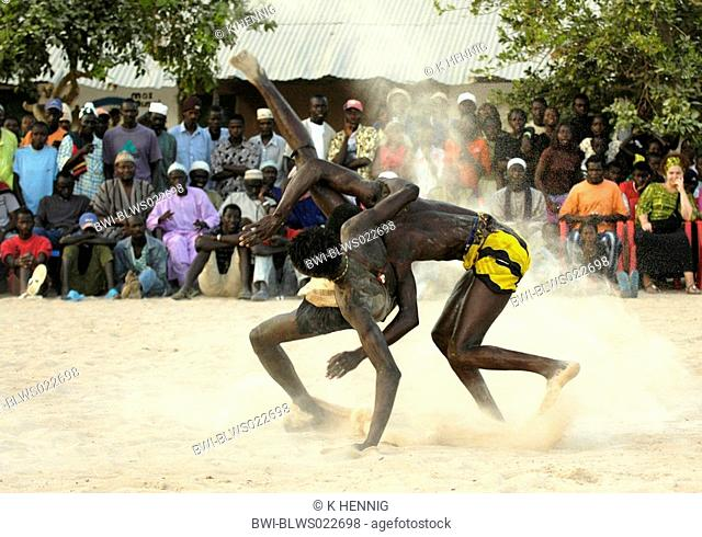wrestling match at AbÚnÚ festival, fighters in arena, Senegal, Casamance, AbÚnÚ, Dez 04