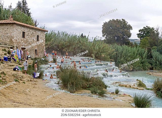 Saturnia - beliebte Naturtherme mitten in der Toskana