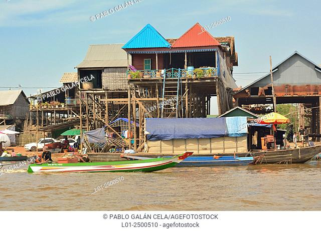 Tom Le lake (freshwater lake), houses on water, Cambodia