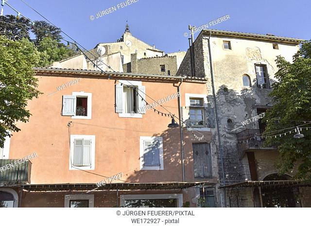 houses and old church of the village Bonnieux, Provence, France, massif of Luberon, region Provence-Alpes-Côte d'Azur