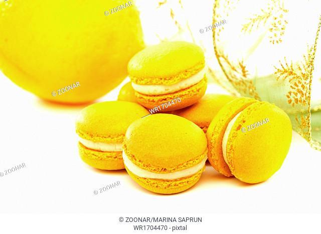 Macaroons cake with lemon cream