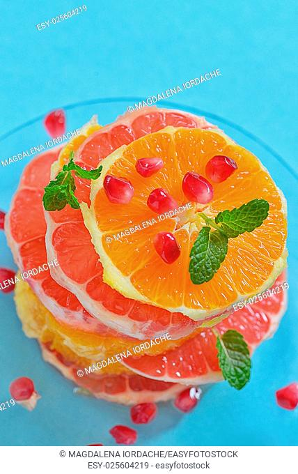 Fresh mixed slices of citrus fruit