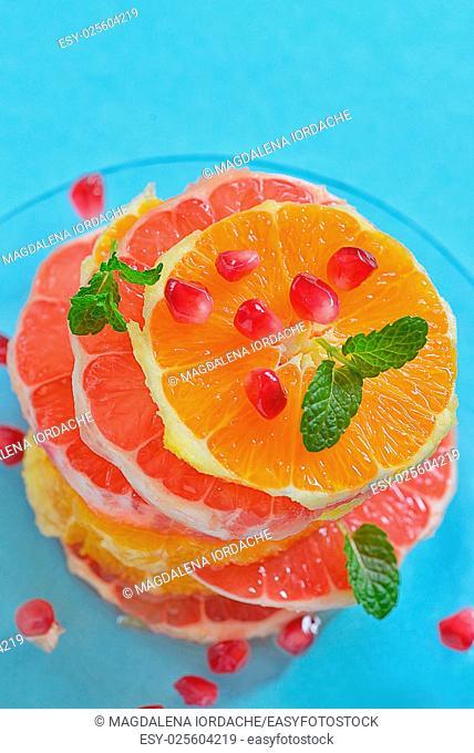 Fresh mixed slices of citrus fruit