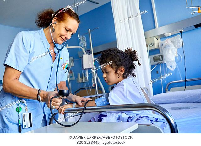 Nurse taking blood pressure to girl, Plant for hospitalization of children, Pediatrics, Medical care, Hospital Donostia, San Sebastian, Gipuzkoa, Basque Country