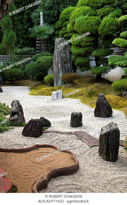 Dry-stone Zen garden adjacent to the study at Reiun-in, a sub-temple of the Tofuku-ji complex in Kyoto, Japan