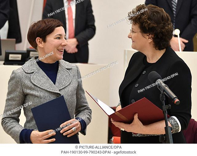 30 January 2019, Brandenburg, Potsdam: Author Juli Zeh (l) takes her oath as constitutional judge at the beginning of the Landtag session alongside Britta Stark...