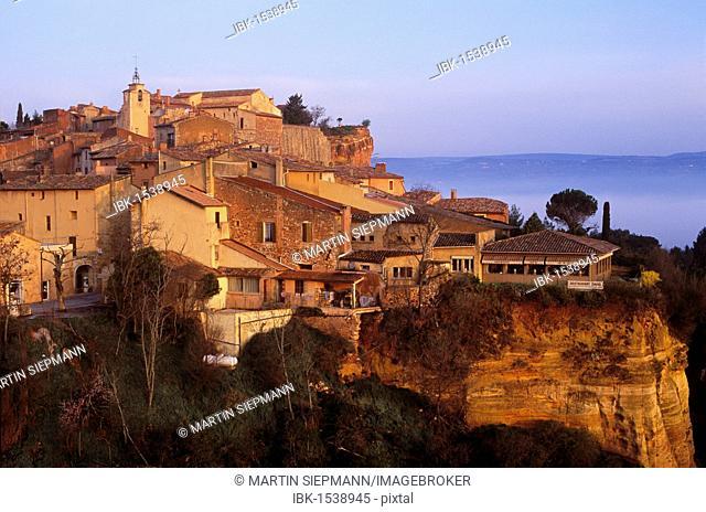 Town of Roussillon, Vaucluse, Provence-Alpes-Côte d'Azur, France, Europe