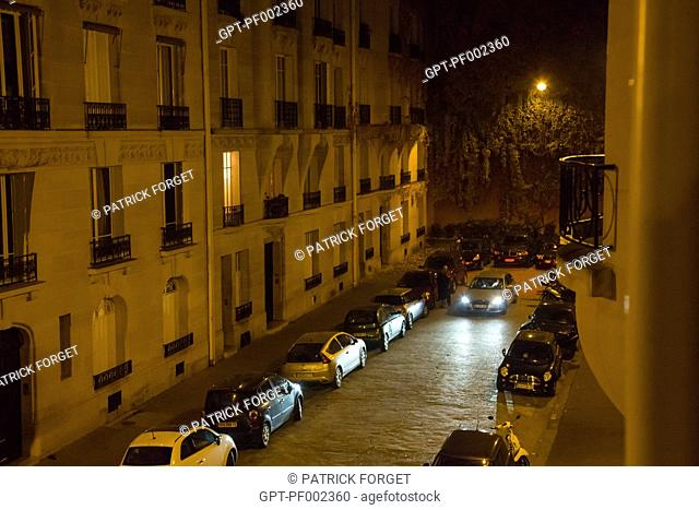 PARIS AT NIGHT, AVENUE DANIEL LESUEUR, SMALL STREET ENDING IN A DEAD END, 7TH ARRONDISSEMENT, PARIS (75), FRANCE
