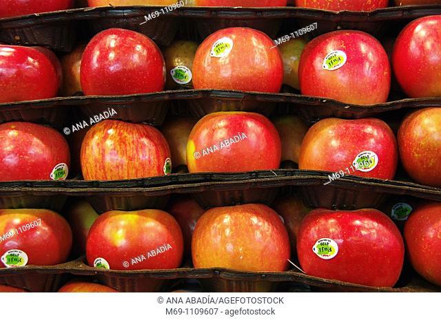 Selling apples in Sant Josep Market, La Boqueria, Barcelona
