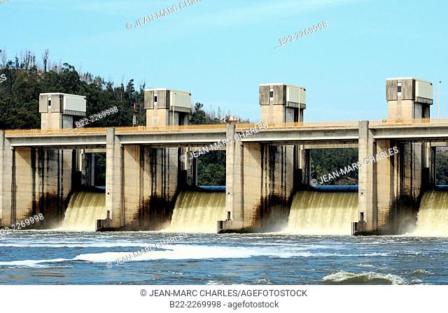 Barragem de Crestuma-Lever dam located upstream from the river Douro, Portugal