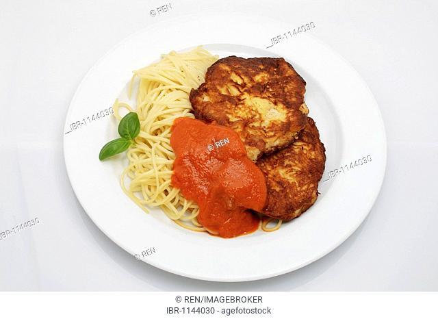 2 Milanese turkey steaks on spaghetti with tomato sugo, basil