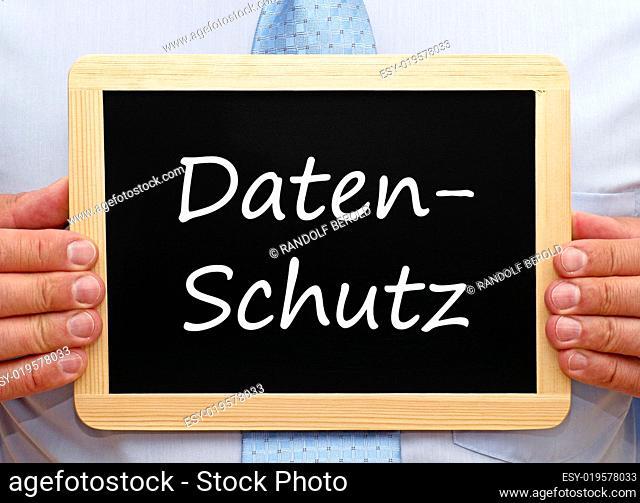 Datenschutz - Mann mit Kreide Tafel