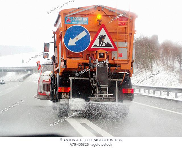 Salt truck on freeway near Mülligen, Switzerland