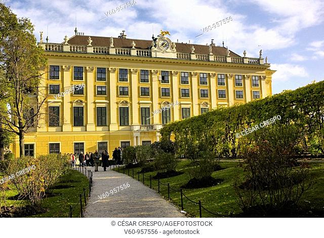 -Shonbrunn Palace in Wien-