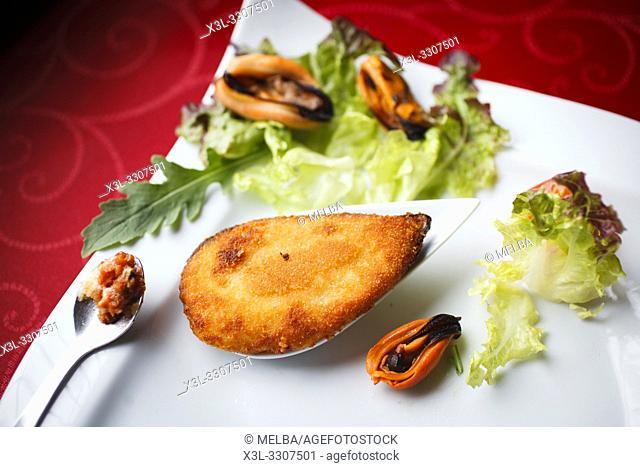 Pintxo of fried stuffed mussel, called 'tigre'.