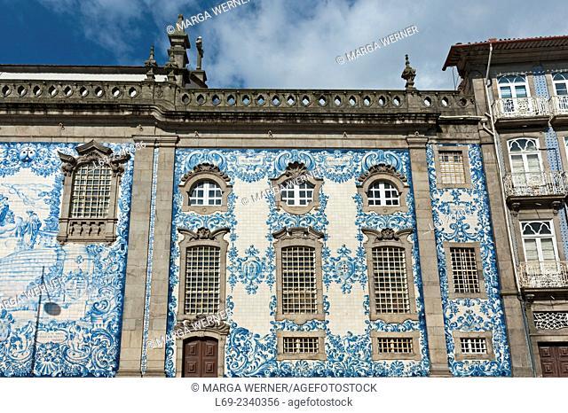 Carmo church (18th century) next to Carmelitas church (17th century) with blue and white tile panels, Porto, Portugal, Europe