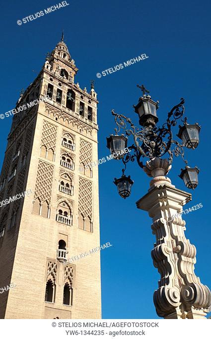 Giralda from Plaza Virgen de los Reyes in Seville