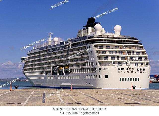 Large luxury cruise ship leaving Cadiz harbour, Cadiz, Andalucia, Spain