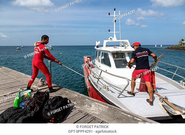 FIREFIGHTERS OF THE SCHOELCHER NAUTICAL GROUP, HELICOPTER RESCUE WITH THE CIVIL SECURITY'S DRAGON 972 HELICOPTER, MARTINIQUE, FRANCE