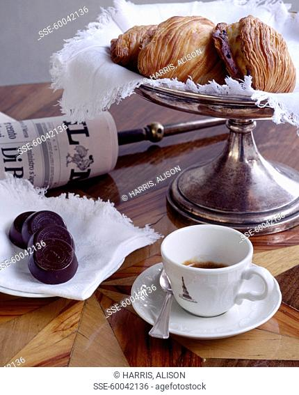 Tea time with Naples pastries