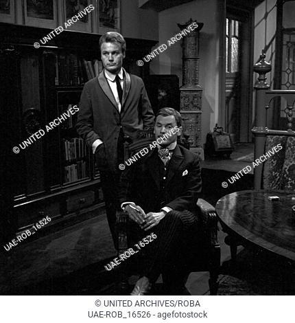 Das Märchen, Fernsehfilm, Deutschland 1966, Regie: Theodor Grädler, Darsteller: Karl Walter Diess (stehend), Klaus Löwitsch (?)
