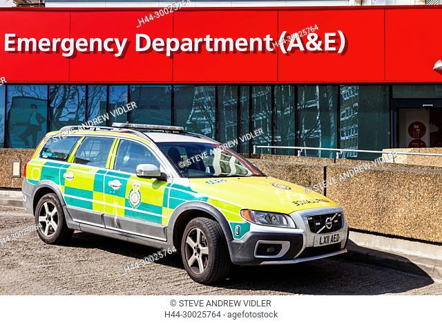 England, London, St.Thomas's Hospital, Accident and Emergency Sign and Ambulance