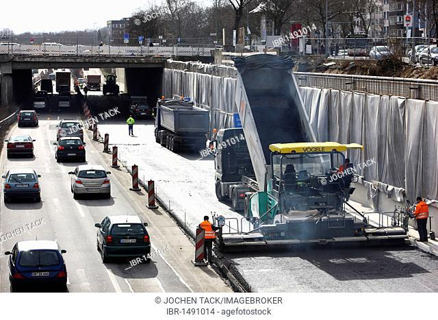 Motorway road works on the Autobahn A59, Duisburg city centre in the travel direction of Duesseldorf, renewal of the road surface, tarmacing with road rollers