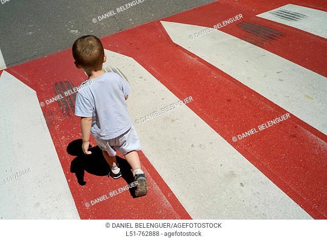 Child walking along a road, Ludiente, Castellón, Comunidad Valenciana, Spain, Europe