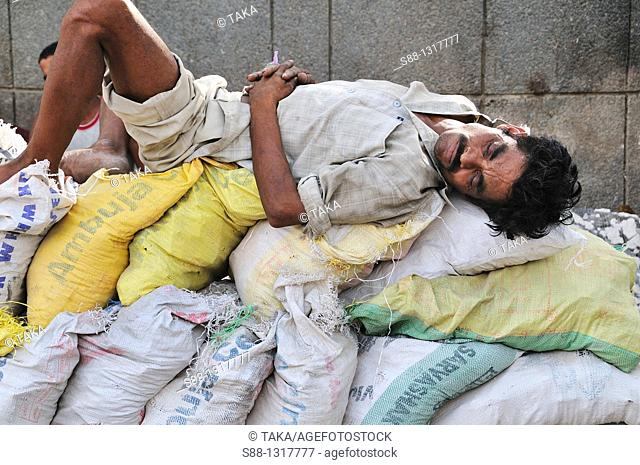 The man sleeping by the road, Delhi India