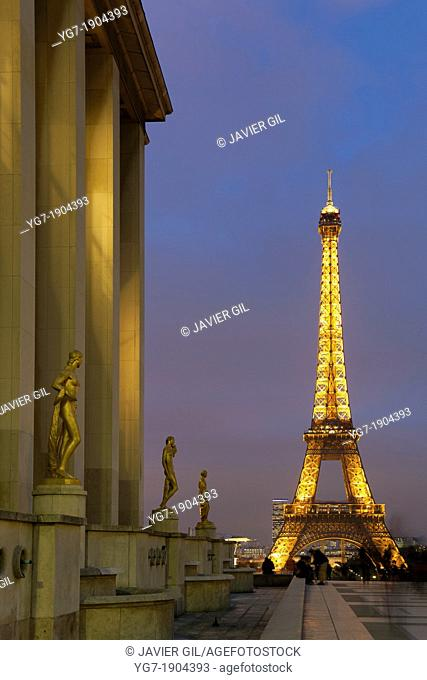 Eiffel tower from the Palais de Chaillot, Paris, Ile de France, France