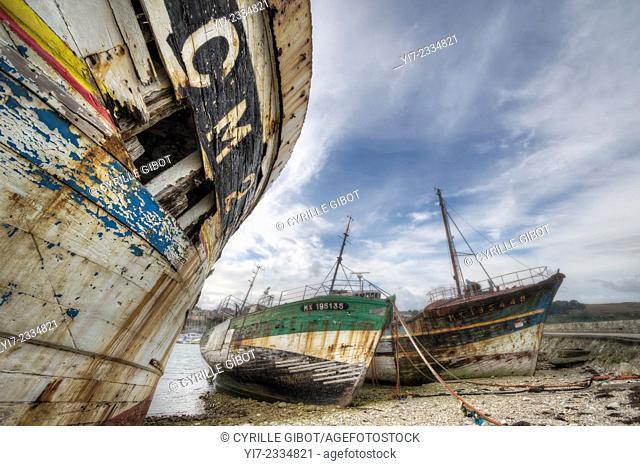 Shipwrecks at boat cemetery, Camaret sur Mer, Crozon Peninsula, Finistere, Brittany, France