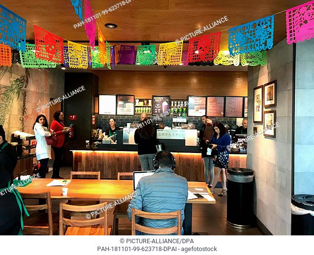 """30 October 2018, Mexico, Mexiko-Stadt: The employees work as barista in a branch of the US coffee house """"""""Starbucks"""""""". All the employees at the coffee shop"""