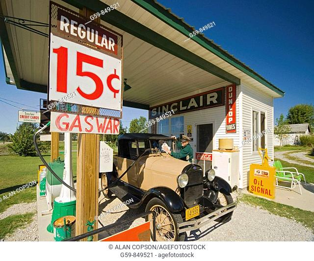 Gay Parita Gas Station (recreation), Paris Springs, Route 66, Missouri, USA