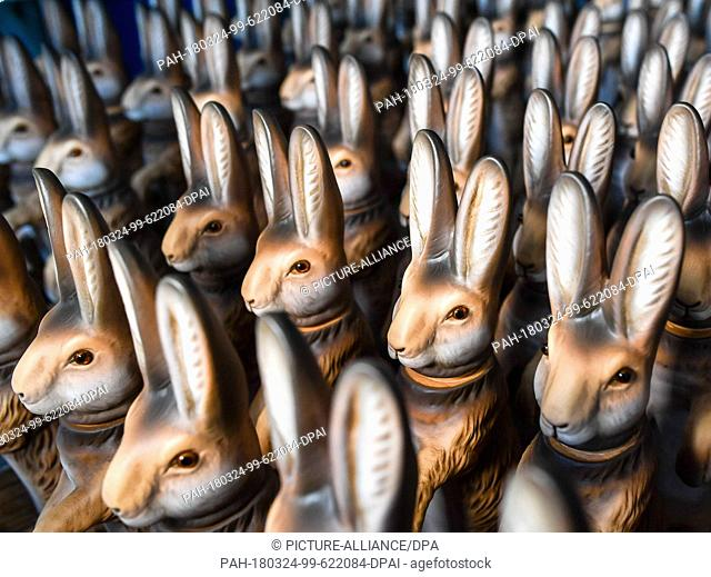 23 March 2018, Germany, Steinach: Fillable papier mché easter bunnies with detachable heads, still to be shipped to customers during the last days before Easter