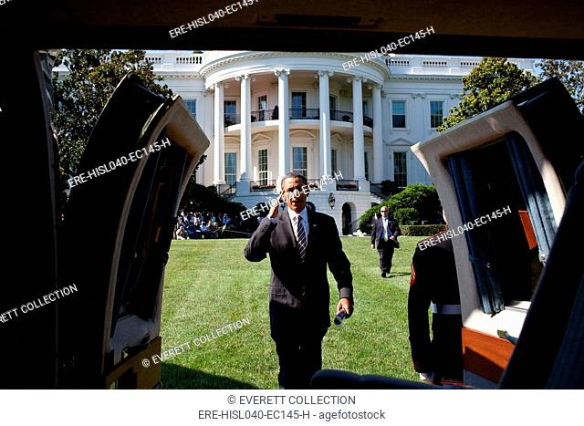 President Barack Obama boards Marine One on the South Lawn of the White House. July 1, 2011. (BSLOC-2015-13-133)