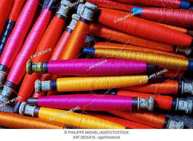 Asia, India, Uttar Pradesh, Varanasi (Benares), weaving of famous silk sari from Benares