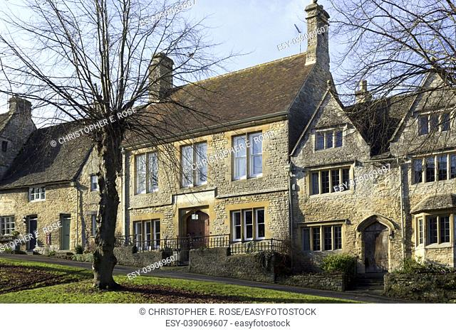 England, Oxfordshire, Cotswolds, winter sunshine on the picturesque homes that line The Hill in Burford