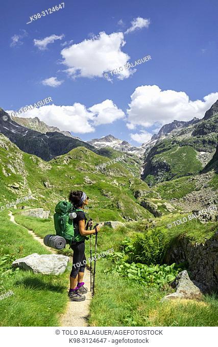 senda de al lago de Caillouas, Gourgs Blancs, cordillera de los Pirineos, France