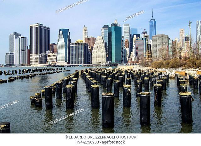 Downtown Manhattan skyline from the Brooklyn Bridge Park