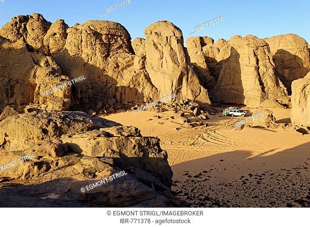 Campsite in El Ghessour, Tassili du Hoggar, Wilaya Tamanrasset, Algeria, Sahara, North Africa