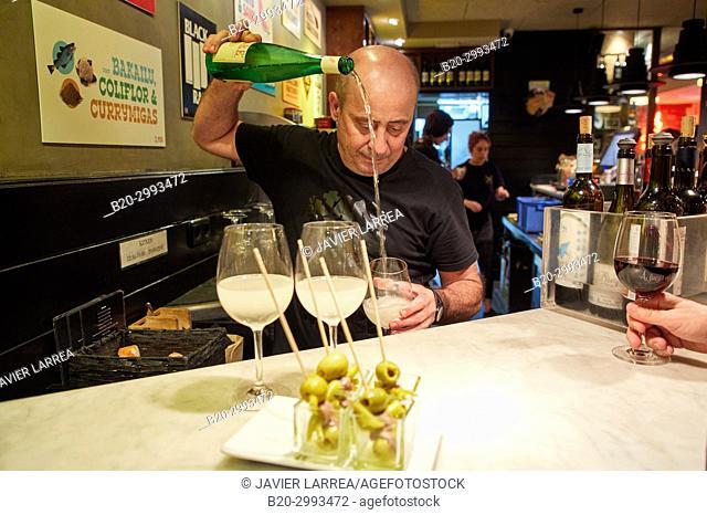 Waiter serving wine, txakoli, Old Town, Donostia, San Sebastian, Gipuzkoa, Basque Country, Spain, Europe