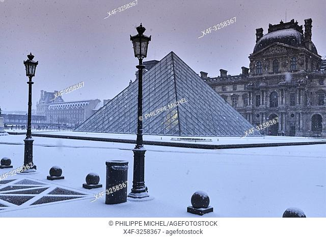 France, Paris, Louvre Museum, Musee du Louvre, Glass Pyramid, by architect I M Pei, main courtyard Cour Napoleon, Louvre Palace, art museum,