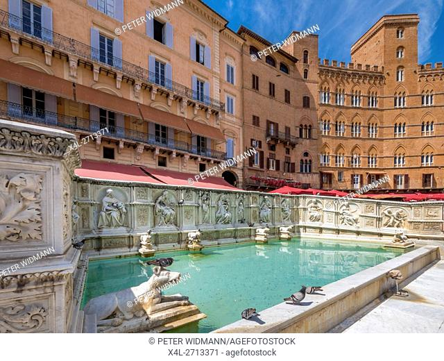 Fonte Gaia fountain at Piazza del Campo, Siena, Tuscany, Italy, Europe